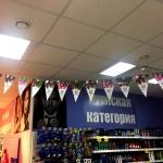 Изготовление флажной ленты гирлянды из флажков из бумаги с маминацией на веревке пример Uniliver Москва 2106
