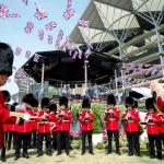 Изготовление гирлянд из флажков на заказ на скачки печать флажков флаг Великобритании Аскот пригород Лондона 2017
