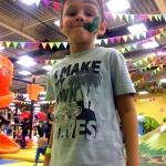 Изготовление гирлянд из флажков из ткани оформление детский парк развлечений города Белгород РостАрт Москва 2018