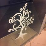 Фрезерная резка окрашивание оформление витрины магазина пример 201
