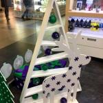 Праздничное новогоднее оформление офисов продаж фрезерная резка накатка на пластик новогодние шарики Москва 2017