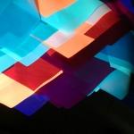 Изготовление гирлянд из флажков яркие флюорисцентные цветные флажки из флюорисцентной ткани светятся под УФ светом РостАрт Москва 2018 9004