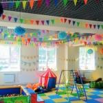 Оформление групп в детском саду флажками маленького размера 10 на 15 см гирлянды из флажков из ткани РостАрт Москва 2018 16224