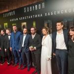 Пресс-волл с инкрустацией зеркальной пленки премьера фильма Собибор команда фильма Москва 2018