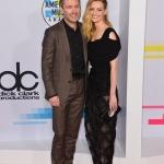 Пресс-волл овальный с красной дорожкой церемония вручения музыкальной премии American Music Awards 2017 Крис Хардвик и Лидия Херст Лос-Анджелес 2017