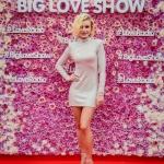 Пресс-волл фотозона цветы с объемными буквами и красной дорожкой Big Love Show 2019 Полина Гагарина Москва 2019