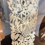 Фрезерная резка пенокартона изготовление ростовой фигуры из пластика оформление магазина торгового центра Москва 2018 993
