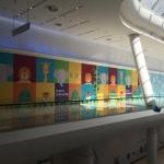 Широкоформатная печать оформление временного фасада магазина торгового центра Ривьера пример 0771 2016год