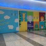 Широкоформатная печать оформление временного фасада магазина торгового центра Ривьера пример 0772 2016год