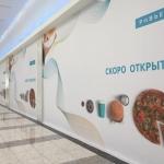 Широкоформатная печать оформление временного фасада фуд корта торгового центра Ривьера пример 0792 2016год