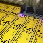 Изготовление тактильных табличек для МГН кнопка вызова помощи для инвалидов РостАрт Москва 2018
