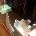 Фрезерная резка лазерная резка пластика ростовая фигура Елка оформление магазинов к Новому году Москва 2017