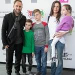 Пресс-волл презентация кинопремьеры Трио в перьях Оскар Кучера с семьей 2017