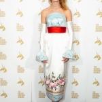 Пресс-волл фотозона вручение премиеи Золотой Единорог Наталья Водянова Лондон 2018