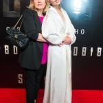 Пресс-волл с инкрустацией зеркальной пленки премьера фильма Собибор Мария Кожевникова с мамой Москва 2018