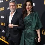 Пресс-волл фотозона премьера мини-сериала Уловка 22 Джордж и Амаль Клуни Лос-Анджелес США 2019