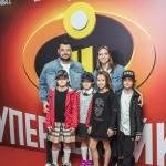 Пресс-волл премьера мультфильма Disney Pixar Суперсемейка 2 Сергей Жуков с семьей Каро 11 Октябрь Москва 2018