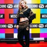 Пресс-волл фотозона  новой коллаборации брендов Moschino и H&M Юлиана Караулова Москва 2018