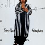 Пресс-волл фотозона вечеринка бренда Neiman Marcus Вупи Голдберг Нью-Йорк США 2019