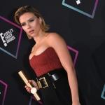 Пресс-волл фотозона премия People's Choice Awards Скарлетт Йоханссон Санта-Моника США 2018