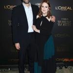 Пресс-волл фотозона церемония вручения наград Women of Worth от L'Oréal Paris Барт Фрейндлих Джулианна Мур Нью-Йорк 2018