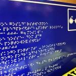 Изготовление тактильных табличек со шрифтом Брайль уф-печать с белилами РостАрт Москва 2017