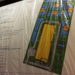 Изготовление цветных тактильных табличек мнемосхем шрифтом Брайль полноцветная УФ печать с белилами РостАрт Москва 2018
